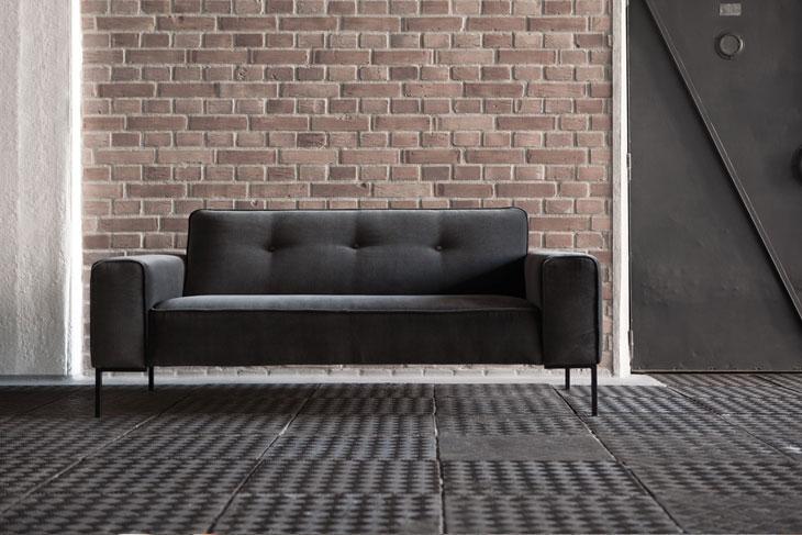 le choix d 39 un petit canap pour studio parisien france canap. Black Bedroom Furniture Sets. Home Design Ideas